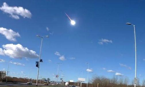 Метеорит взорвался над Европой — яркие кадры