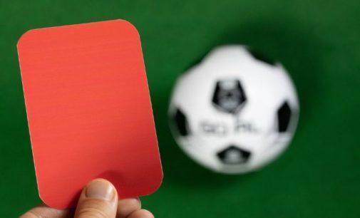 Матч иностранного турнира закончился зрелищной дракой на поле и красными карточками — видео