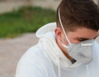 Горячая ванна, спирт и солевые растворы не помогают: в ВОЗ разоблачили новые мифы о коронавирусе