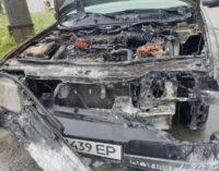 В Запорожье семь спасателей тушили горящий «Fiat»