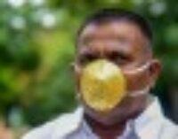 Индиец заказал себе золотую маску, чтобы носить ее во время карантина