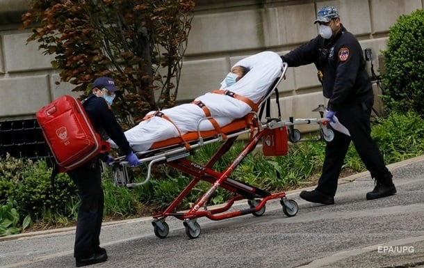 В США суточная смертность от COVID приближается к весенним отметкам
