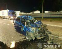 Смятая от удара машина и погибший на месте водитель: в Харькове легковой автомобиль «влетел» в бензовоз, — ФОТО