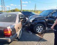 В Харькове столкнулись внедорожник и легковое авто: пострадали пассажиры обеих машин, — ФОТО