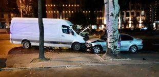 """В центре Запорожья пьяный водитель """"BMW"""" врезался в микроавтобус"""