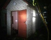 Под Харьковом спасатели тушили загоревшуюся баню, — ФОТО