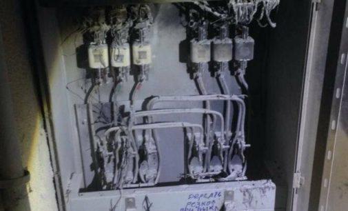 В «девятиэтажке» на Салтовке загорелась электрощитовая: спасатели эвакуировали двух взрослых и 5-летнего ребенка, — ФОТО