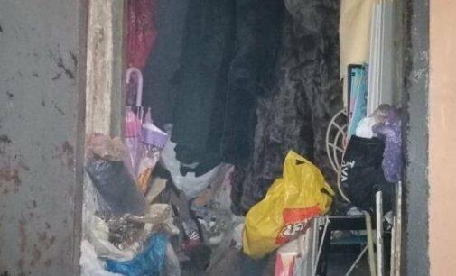 В Харькове спасатели вывели из горящей квартиры пенсионерку, — ФОТО