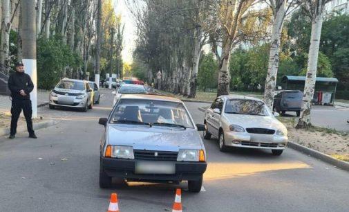 В Запорожской области легковой автомобиль сбил 9-летнего мальчика: ребенка госпитализировали