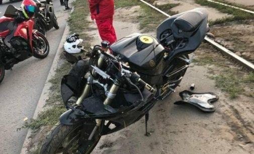 В Харькове столкнулись легковой автомобиль и мотоцикл: байкер госпитализирован, — ФОТО