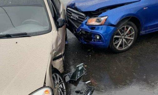 В Харькове не поделили дорогу внедорожник и легковой автомобиль, — ФОТО