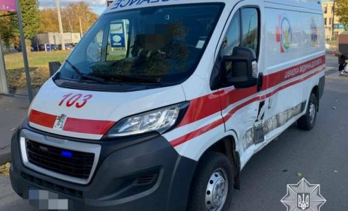 Второе за сутки ДТП со «скорой»: в Харькове водитель микроавтобуса врезался в машину медиков, — ФОТО