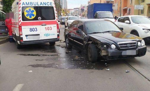 В Харькове «скорая» вновь попала в ДТП: машина медиков столкнулась с легковым авто, — ФОТО