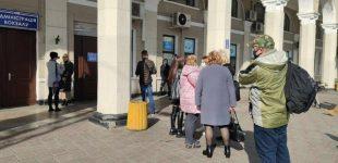 На одесском вокзале выстроилась очередь на вакцинацию: врачи застряли в пробке, — ФОТО, ВИДЕО