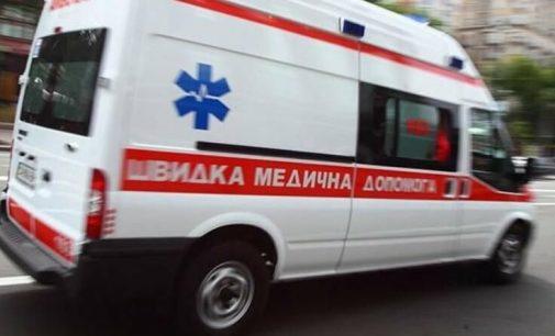 """В Шевченковском районе """"скорая"""" госпитализировали женщину, ранившую себя ножом"""