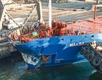 Под Одессой судно не успело вовремя затормозить и протаранило причал, — ФОТО