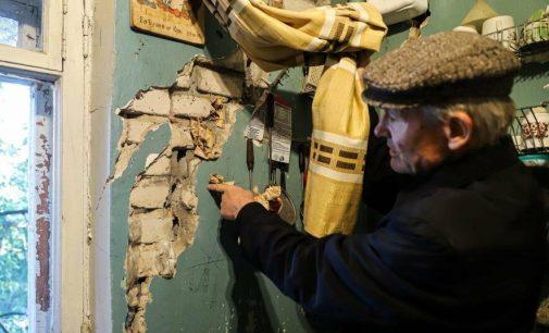 «Это кошмар»: в Запорожье в квартирах многоэтажки образовались сквозные трещины, — ФОТОРЕПОРТАЖ